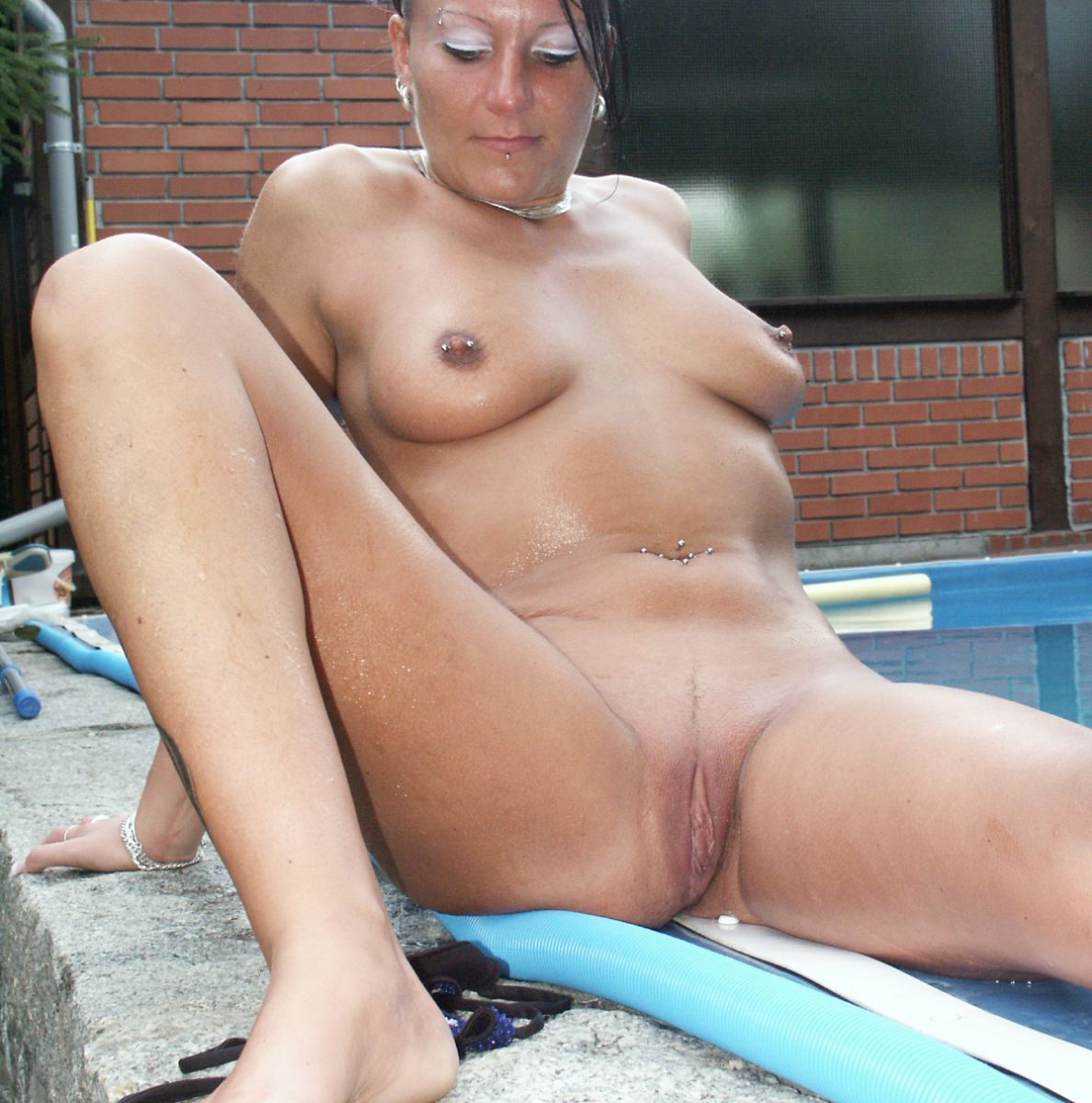reife gepiercte Frau